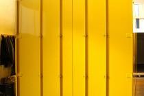 Türen mit zwei Paaren Drehstangenverschlüßen